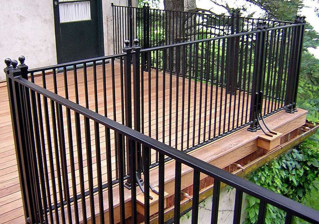 Country-style-iron-black-railing-balcony-fence_brown-wood-laminate-floor-deck.jpg