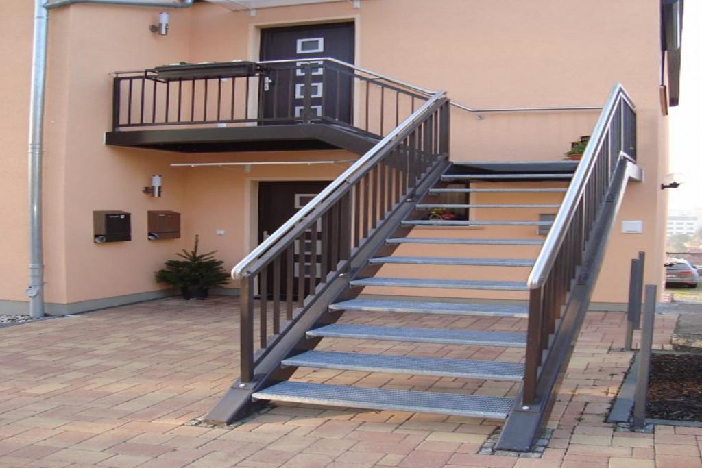 положительное фото уличных лестниц в частном доме многих простых